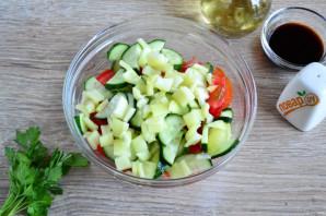 Салат из помидоров, огурцов и моркови - фото шаг 4