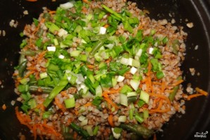 Гречка, тушенная с овощами - фото шаг 3