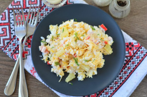 Крабовый салат с ананасом и рисом - фото шаг 9