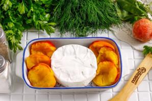 Камамбер с персиками в духовке - фото шаг 2