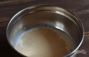 Оладушки на дрожжах и молоке - фото шаг 1