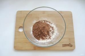Шоколадный торт с черносливом и орехами - фото шаг 2