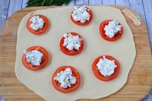 Пирожки с фетой, помидорами и зеленью - фото шаг 8