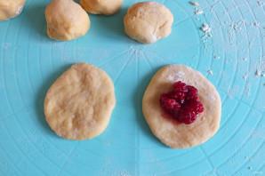 Пончики с малиной - фото шаг 8
