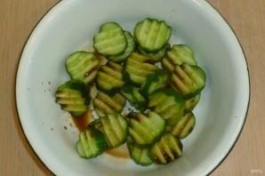 Огуречный салат с семечками - фото шаг 2