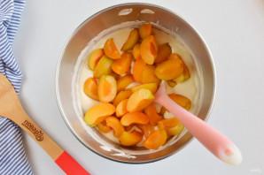 Шарлотка с абрикосами - фото шаг 7