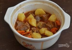 Мясо в горшочке с картошкой и грибами - фото шаг 5