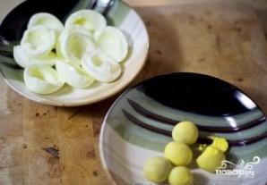 Слоеный салат с курицей и грибами - фото шаг 4