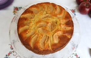 Пирог с яблоками в духовке - фото шаг 10