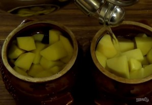 Картофель и мясо в горшочках - фото шаг 3