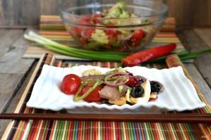 Салат с пряным языком и овощами - фото шаг 8
