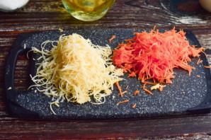 Яичный рулет с сыром и морковью - фото шаг 4
