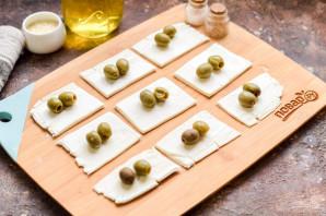 Оливки в слоеном тесте