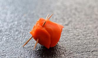 Розы из моркови - фото шаг 5
