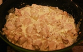 Куриное филе, тушеное в сметане - фото шаг 6