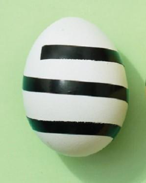 Полосатые крашеные яйца - фото шаг 1