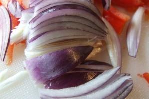 Кижуч, запеченный с овощами - фото шаг 4