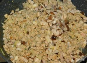 Блины с начинкой из курицы, грибов и сыра - фото шаг 4