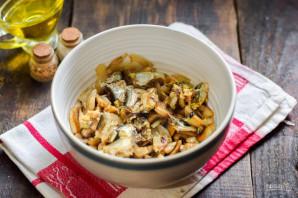 Салат со шпротами и грибами - фото шаг 6
