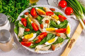 Салат с миндалем и курицей