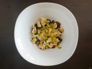 Салат с грибами и яблоками - фото шаг 3