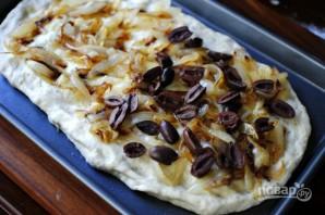 Фокачча с луком и оливками - фото шаг 9