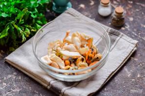 Салат с креветками, мидиями и кальмарами - фото шаг 2