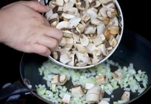 Салат с жареными грибами - фото шаг 2