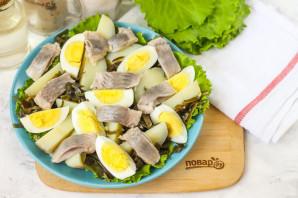 Салат с морской капустой и селедкой - фото шаг 5