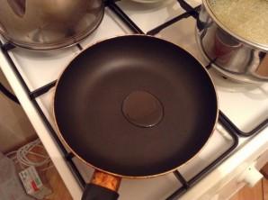 Яйца с молоком на сковороде - фото шаг 3