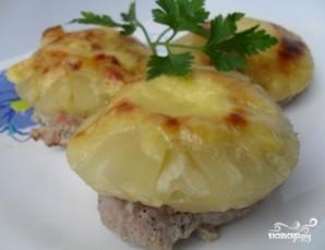 Мясо с ананасом и сыром в духовке - фото шаг 5
