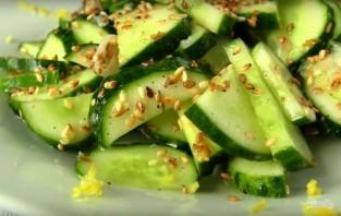 Легкий весенний салат с огурцами - фото шаг 6