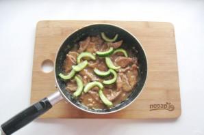 Жареные огурцы с мясом - фото шаг 9
