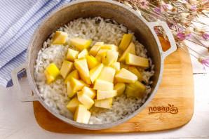 Рисовая каша с яблоками и изюмом - фото шаг 4