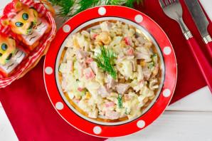 Салат с крабовыми палочками и копченой курицей - фото шаг 7