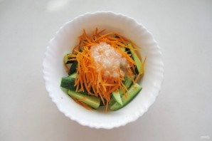 Огурцы в пикантном соусе - фото шаг 9