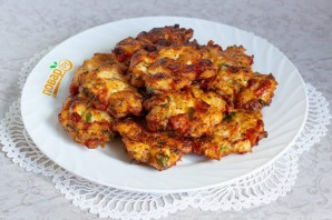 Куриные оладьи с помидорами и базиликом - фото шаг 6