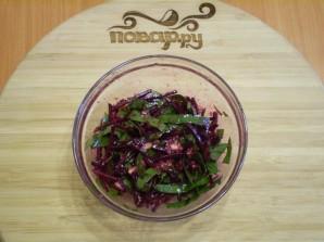 Сыроедческий салат из свеклы - фото шаг 7