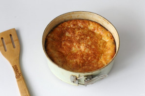 Пирог с тушенкой - фото шаг 10