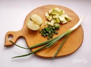 Салат из квашеной капусты с яблоками - фото шаг 2