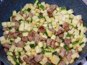 Фриттата с мясом, кабачками и помидорами - фото шаг 2