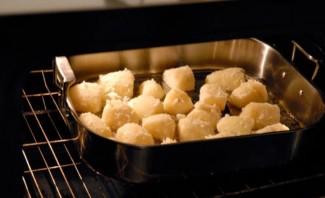 Картошка кусочками в духовке - фото шаг 4