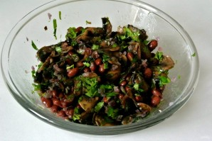 "Салат из фасоли ""Домашний"" - фото шаг 12"