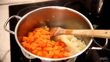 Тыквенный крем-суп со сливками и сыром - фото шаг 2
