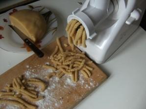 Печенье на майонезе через мясорубку - фото шаг 7