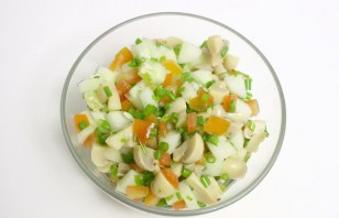 Салат с грибами без майонеза - фото шаг 5