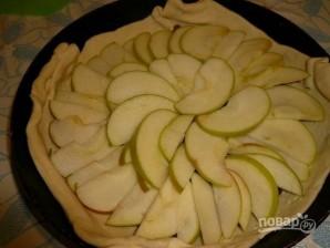 Торт на сковороде с яблоками и изюмом - фото шаг 4