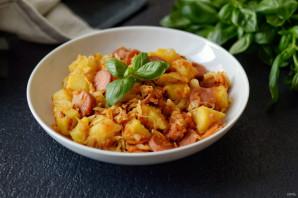 Тушеная капуста с картошкой и сосисками - фото шаг 6