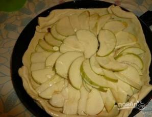 Торт на сковороде с яблоками и изюмом - фото шаг 6