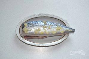 Шашлык из скумбрии на мангале - фото шаг 7